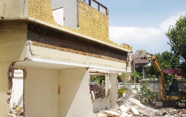 บ้านเก่าต้องรื้อถอน เตรียมตัวก่อนสร้างบ้าน